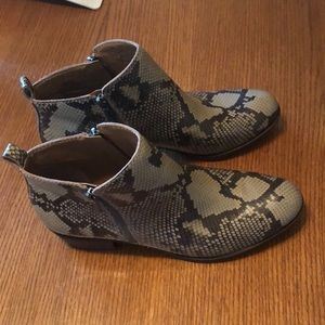 Lucky brand new snake print booties